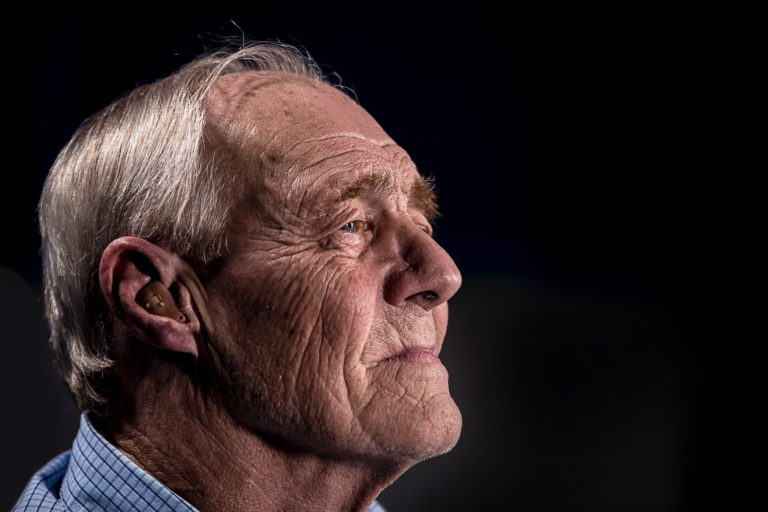 Hearing Aids Buying Guide for Senior Workers and Carers