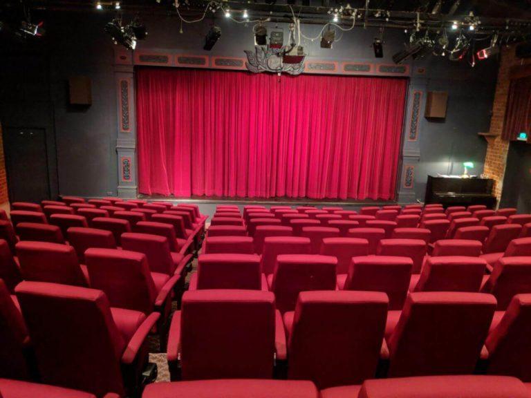 David Earl is Lighting Up Theatre